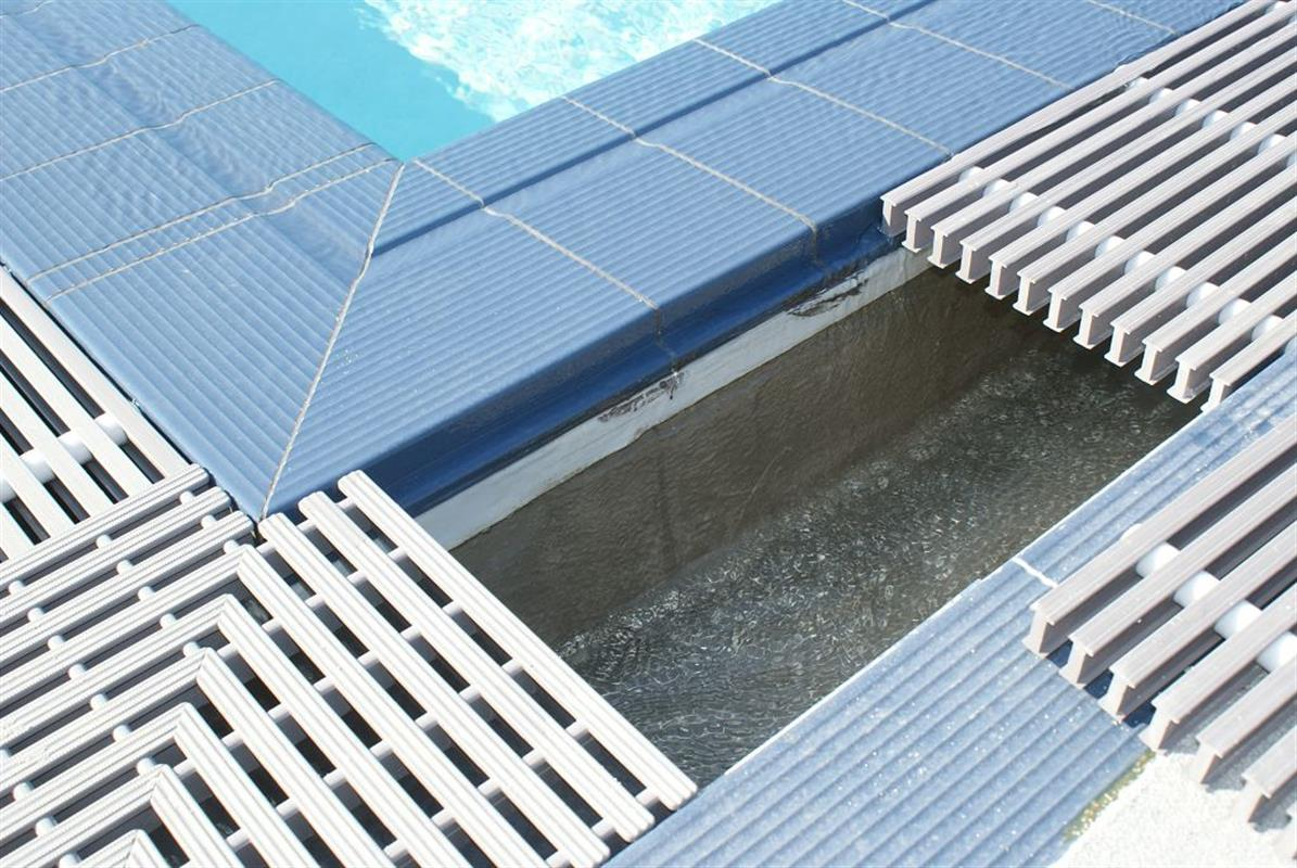 Goulottes de d bordement pr fabriqu es liner arm e des for Goulotte piscine a debordement